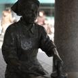 草加の銅像