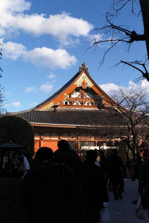 横から見た浅草寺