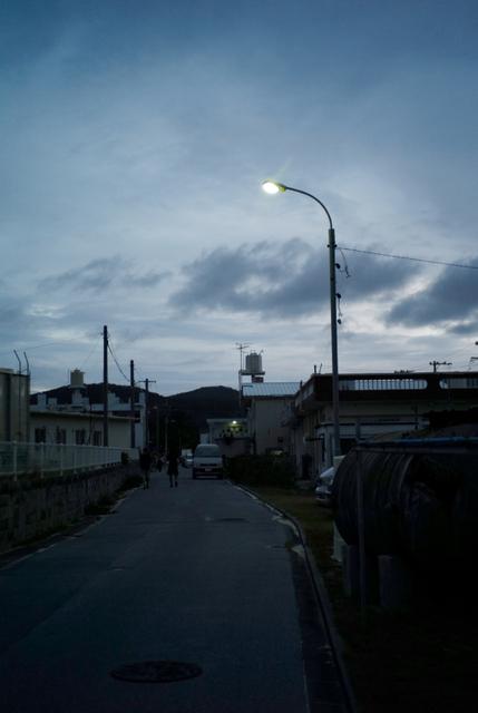 路地裏の街頭
