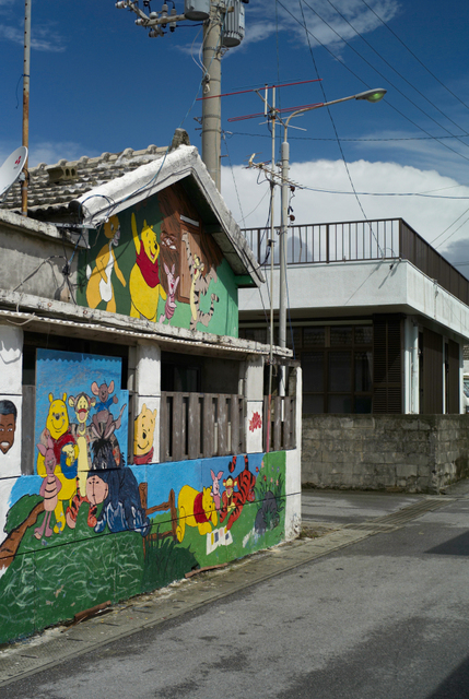 路地裏の壁