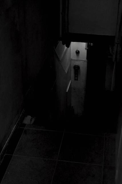 階下のベル