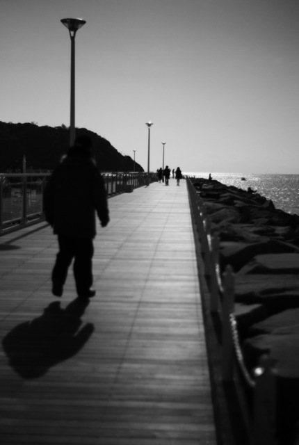 突堤を歩きつつ