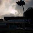 朝日の中の新幹線