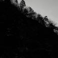 山の稜線を描く光